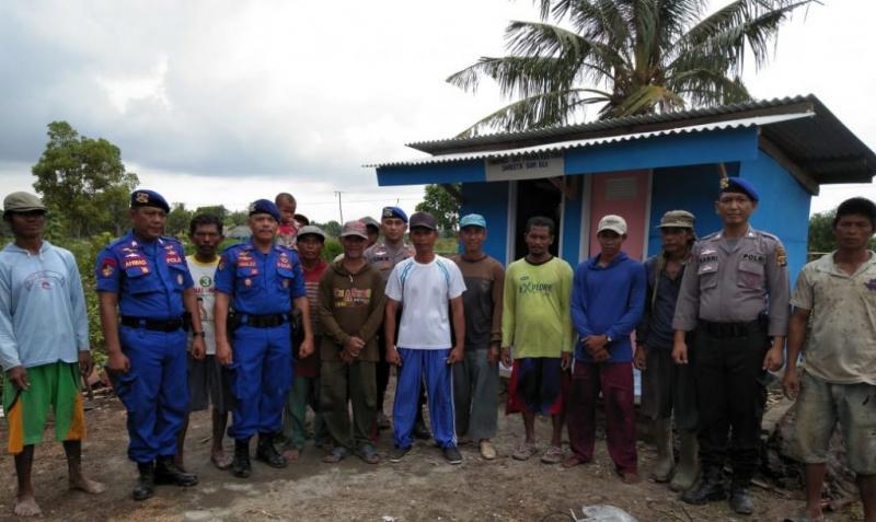 Jamban di Wilayah Pesisir Pantai Dibangun Oleh Personel Satpolair Polres Tulang Bawang
